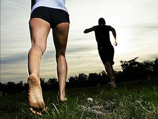 Courir pieds nus ! Une mode ou solution prévention des blessures ?