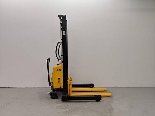 SPN103542 - Semi Electric Wide Leg Stacker 1000 kg (2204 lbs) + 138'' Capacity