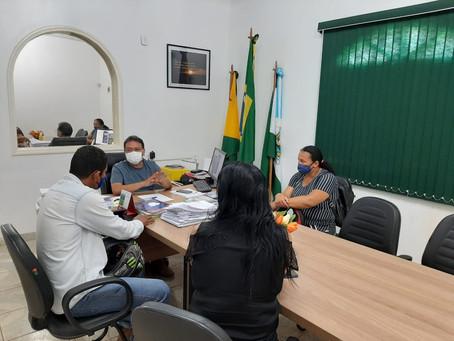 Prefeito Tião Flores recebe em seu gabinete moradores do Ramal do Rubicon.