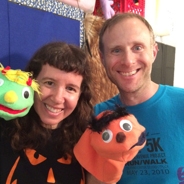 Tammy and Joe making their puppets