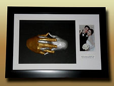 Cast & Frame couple hands (Castandframe)