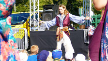 pirate show at the needels land attchon mark