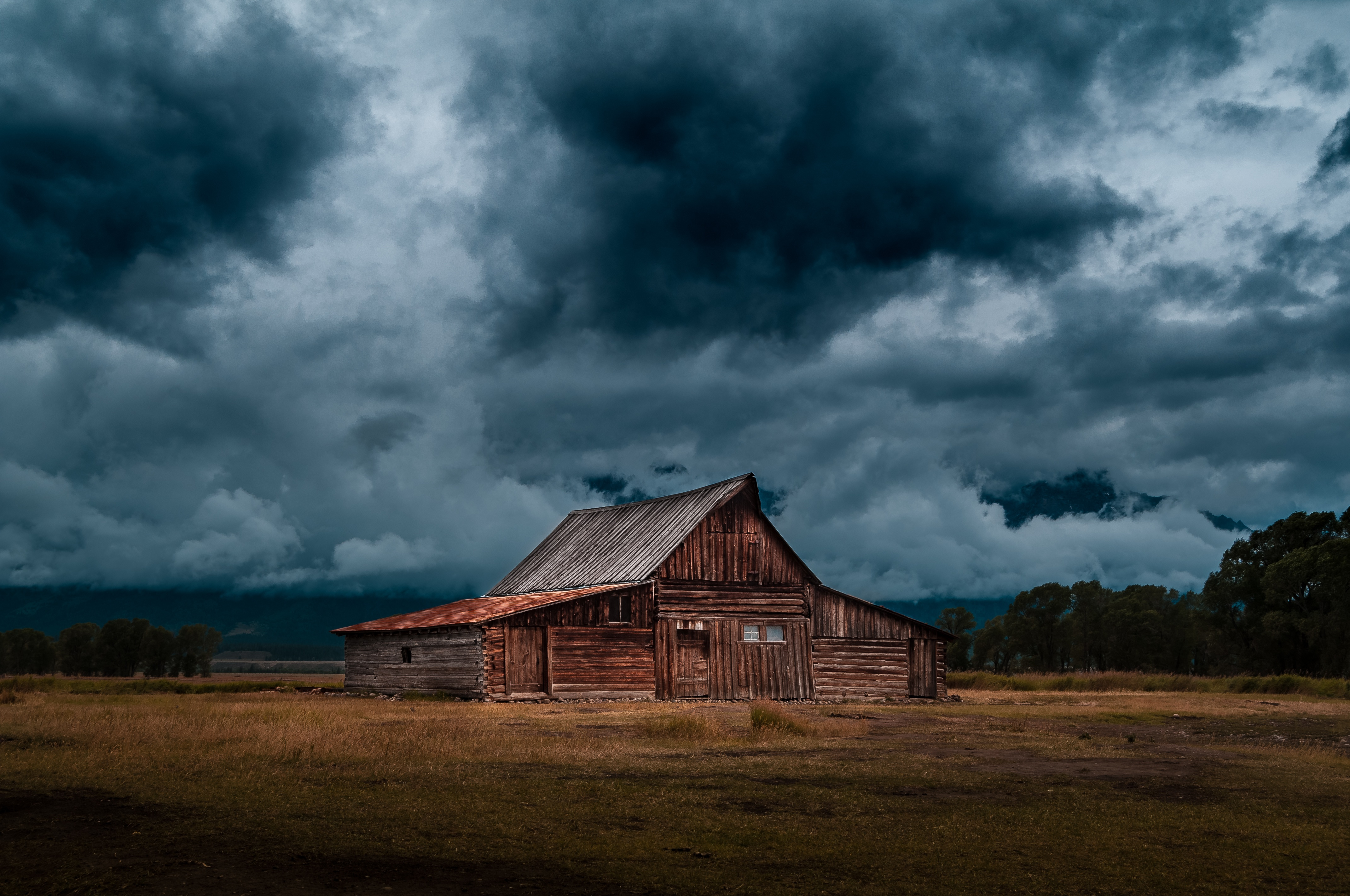 boss-fight-free-high-quality-stock-images-photos-photography-old-barn-dark-clouds - Copie