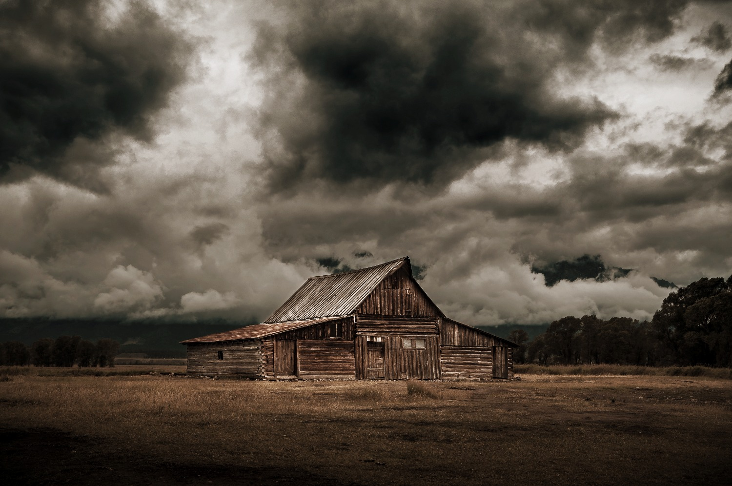 boss-fight-free-high-quality-stock-images-photos-photography-old-barn-dark-clouds - Copie_edited