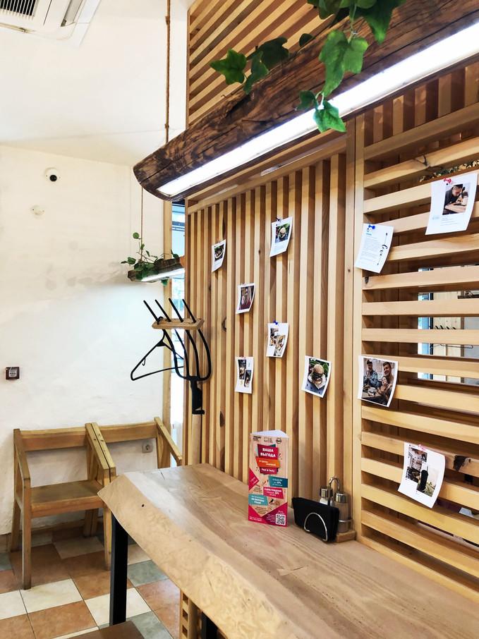Стена с фото.jpg