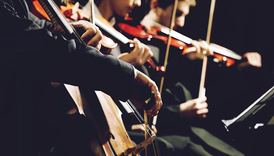 Cellist rehearsing