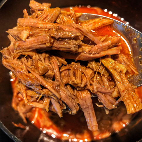 Once cooked and shredded, let your meat simmer in the birria broth and consume (tomato sauce) for 10-15 minutes.