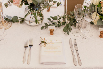 Table setting - gold underplate, replace