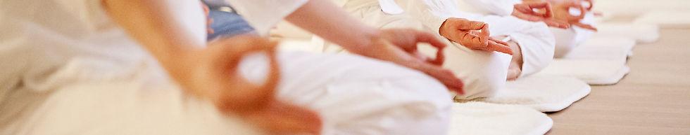 Kundaliniyoga, yinyoga, andning, avslappning, meditation, gongbad, yogaklasser, privat yoga, yogautbildnignar, yogaresor.