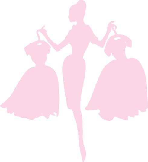 femme avec 2 robes.png