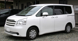 2nd_generation_Toyota_Noah