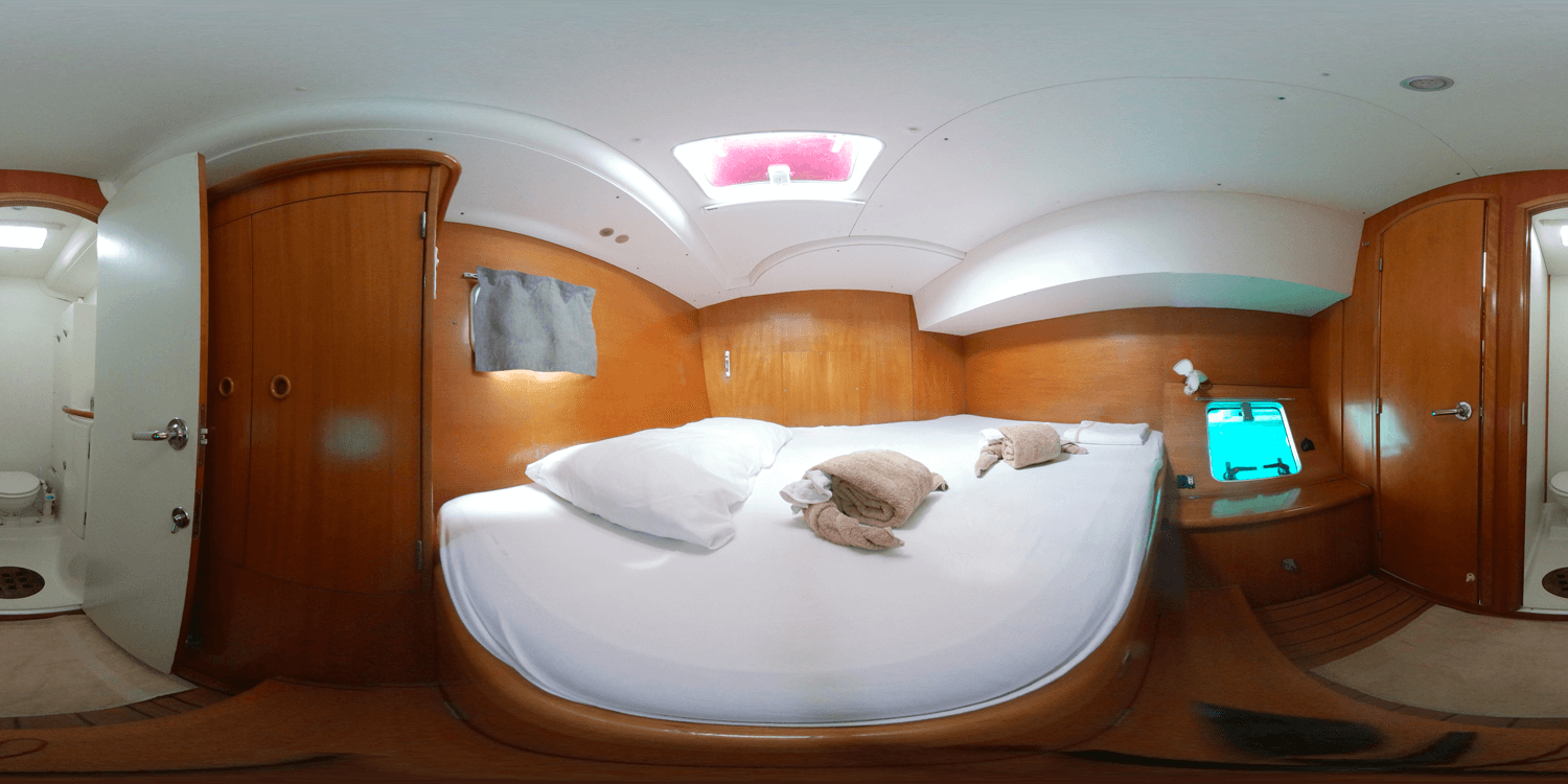 King size cabin catamaran