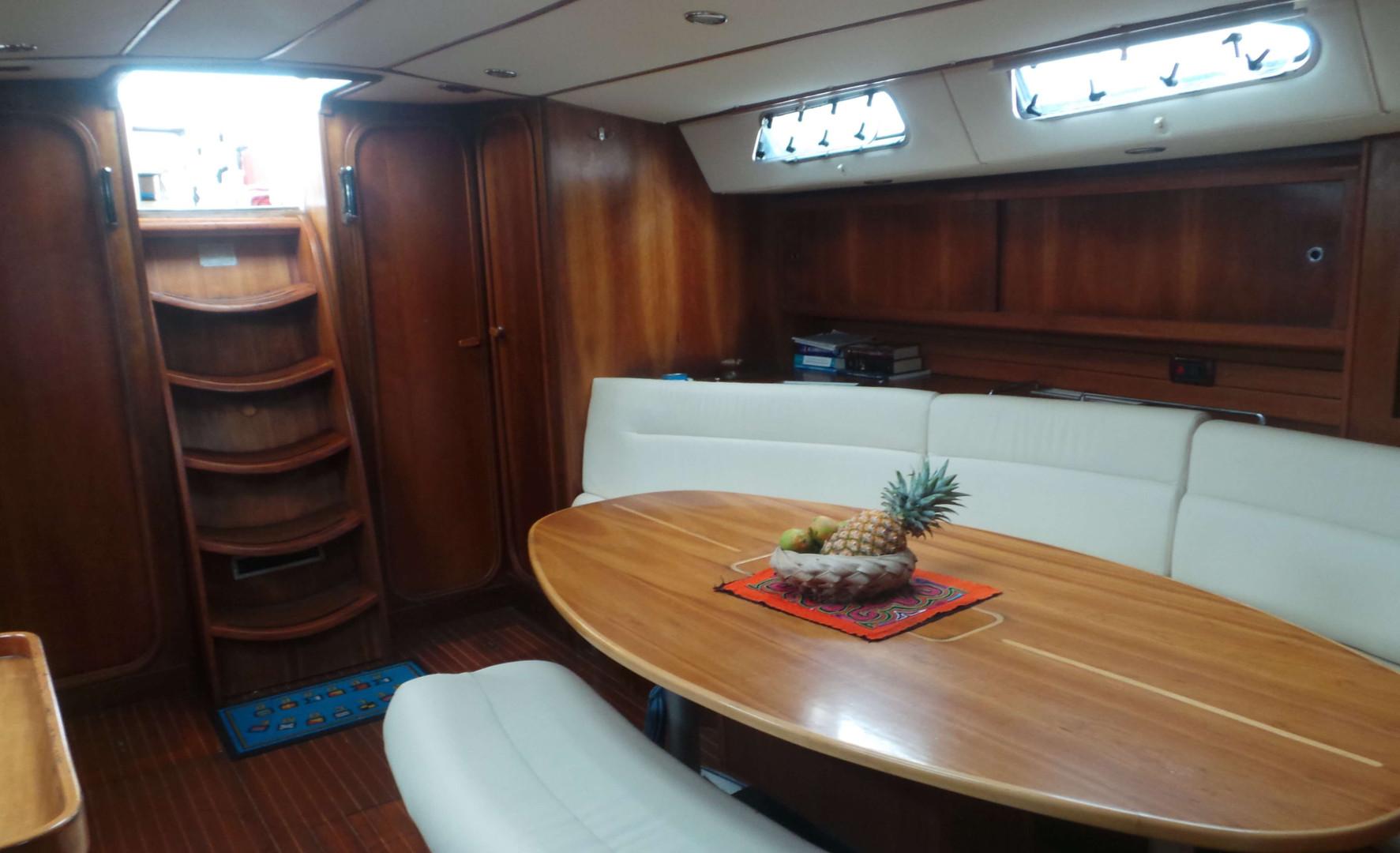 Cockpit voilier finot 53 Polynesie francaise