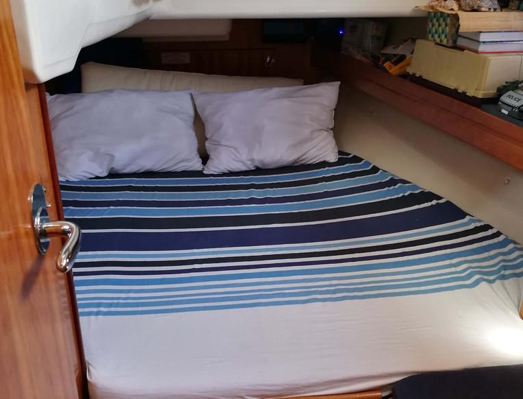 Cabina con ventana de velero de Bavaria