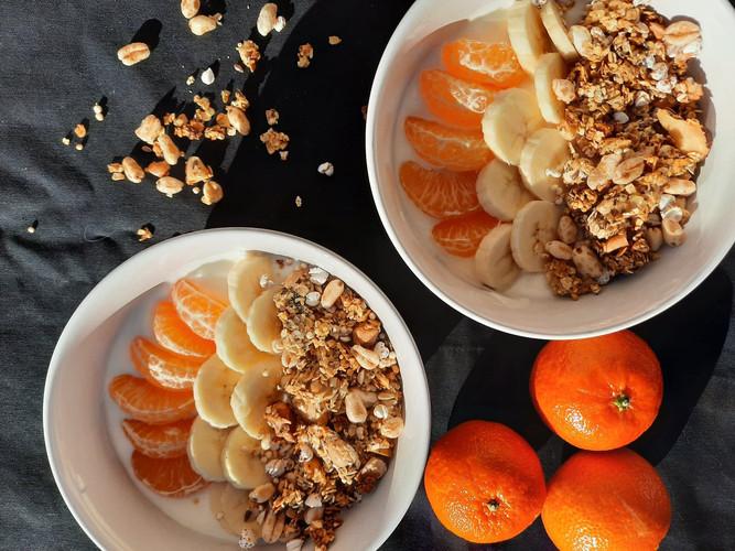 Granola met yoghurt en fruit