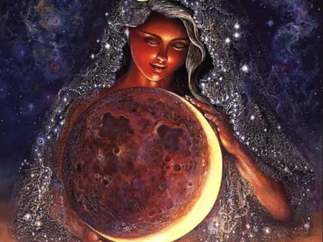 How Reiki Can Help You Harmonize Your Moon Cyle and Treat PMS