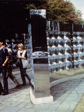 """Le Passage (détail) , 1999 by Brigitte NaHoN. Eau, polycarbonate, acier inoxydable poli mirroir, acier inoxydable, bois, lumière blanche. Exposition sur les Champs- Elsysée, """"Les Champs de Sculpture II"""", Paris."""