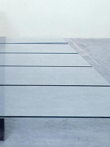 Nozitagne Lemsebal F15, 18, 1991 by Brigitte NaHoN. Verre, acier. Exposition à la Galerie de Marseille, Marseille, 1991. Collection FNAC (Fonds National d'Art Contemporain), Paris, 1992.