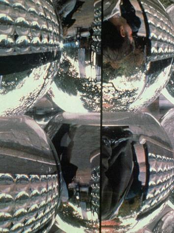 """Le Passage (detail) , 1999 by Brigitte NaHoN. Eau, polycarbonate, acier inoxydable poli mirroir, acier inoxydable, bois, lumière blanche. Exposition sur les Champs- Elysées, """"Les Champs de Sculpture II"""", Paris."""