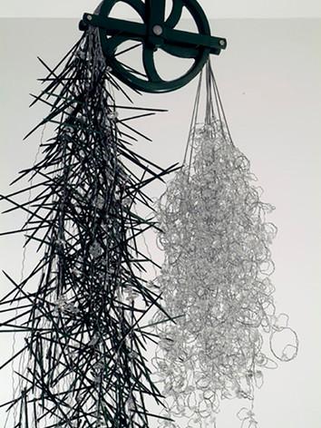 Time Zero, 2006 by Brigitte NaHoN. Cristal de Baccarat, bois, cuivre, acier inoxydable poli miroir, acier galvanisé. Exposition au Jewish Museum of New York City. Acquisition en 2006. (detail