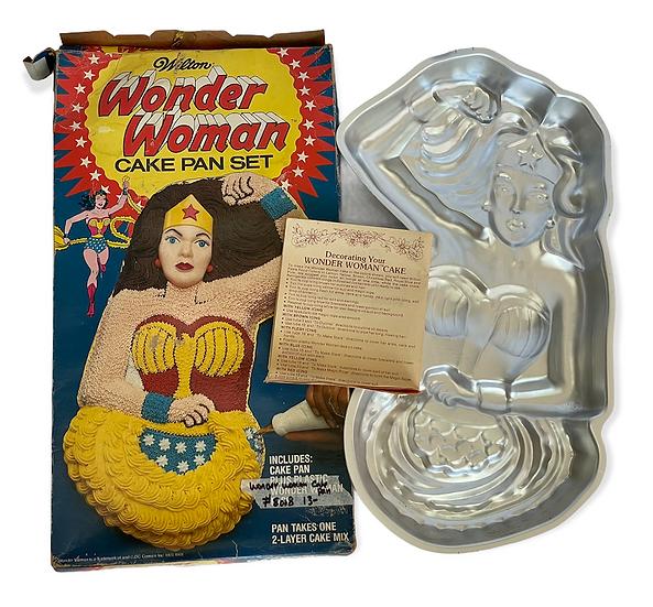 1978 Vintage Wilton Wonder Woman Cake Pan [Missing Plastic Wonder Woman Face]