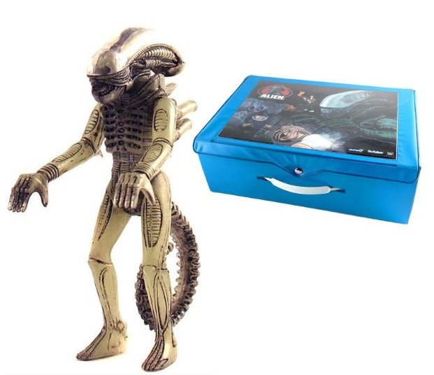 Reaction with Glow in the Dark Big Chap Alien Xenomorph Action Figure Carry Case
