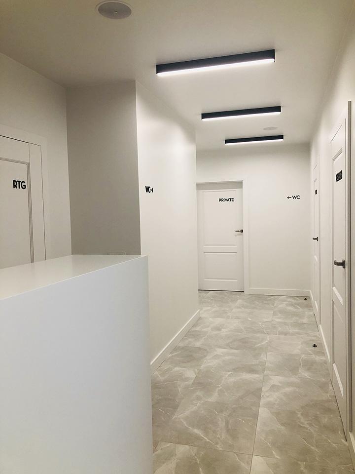 gabinet_Mlawa_korytarz