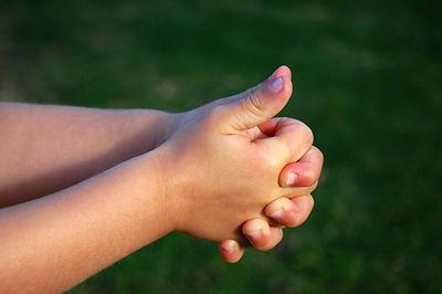 manos entrelazados.jpg