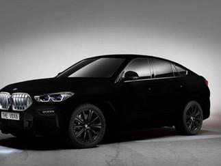 BMW presentó el auto más negro del mundo