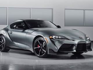 Fabricantes de automóviles presentan modelos icónicos con retoques especiales