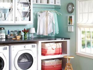 Lavanderia organizada com dicas práticas.