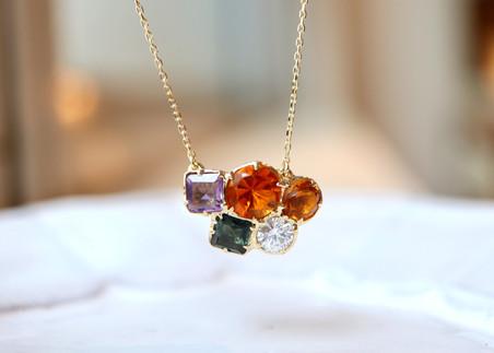 大人カジュアルに毎日!ダイアモンドと天然石のネックレスの大変身!
