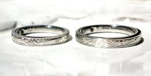 美しい彫りがぐるりと一周入った結婚指輪 さりげないキラキラで毎日幸せ!