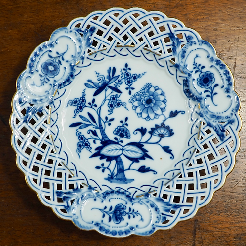 "Meissen pierced blue and white plate ""Blue Onion"" pattern, c1900 #2"