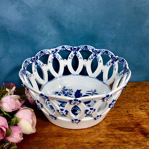 Dr Wall first period Worcester blue and white pierced circular basket, c1770-75