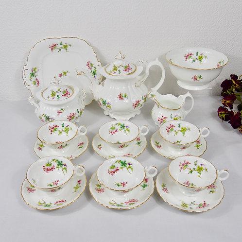 Stunning Coalport tea service including teapot with duck moulded spout c1830