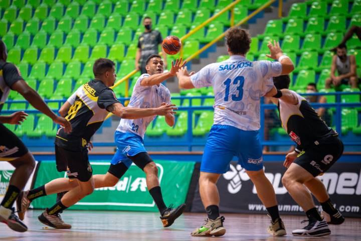 Nacional (SC) 27 x 33 Cascavel (PR) (foto Bruno Ruas / LNH)