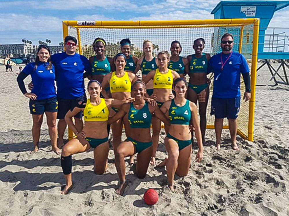 Seleção Brasileira Feminina de Handebol de Areia  (foto divulgação)