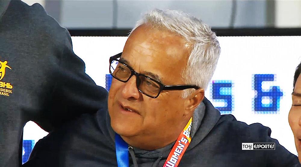 Guerra, técnico da seleção brasileira masculina de beach handball (foto reprodução IHF)