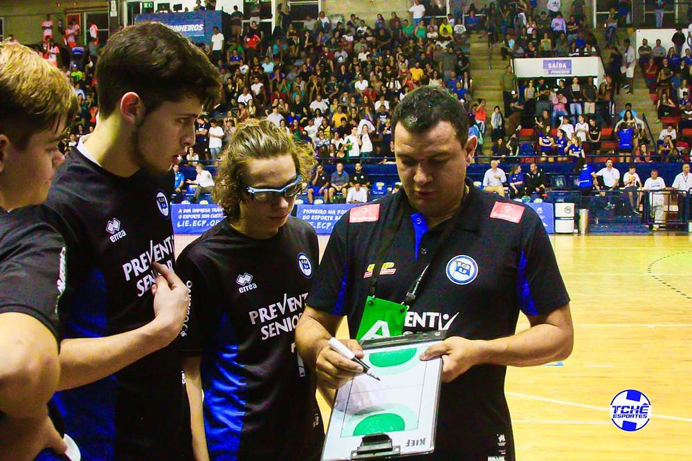 Sidiney Alves, técnico do juvenil do EC Pinheiros. (foto arquivo Tchê Esportes)