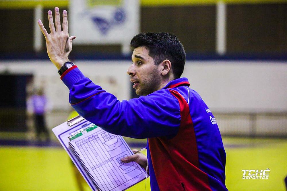 Leandro Araújo, técnico do Guarulhos-SP (foto arquivo Tchê Esportes)