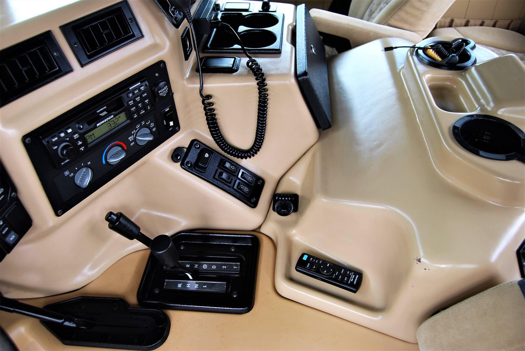 hummer-interior-detail