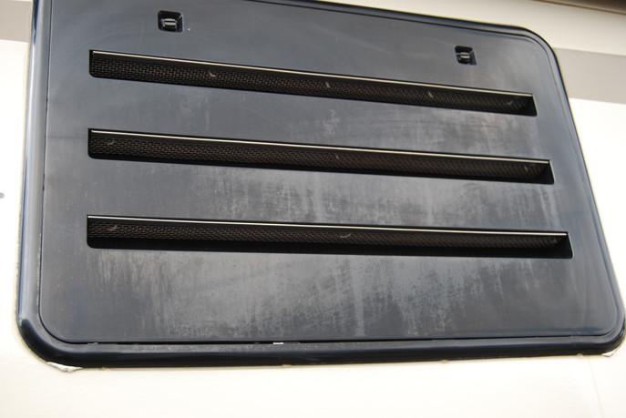 black molding faded before revival.JPG