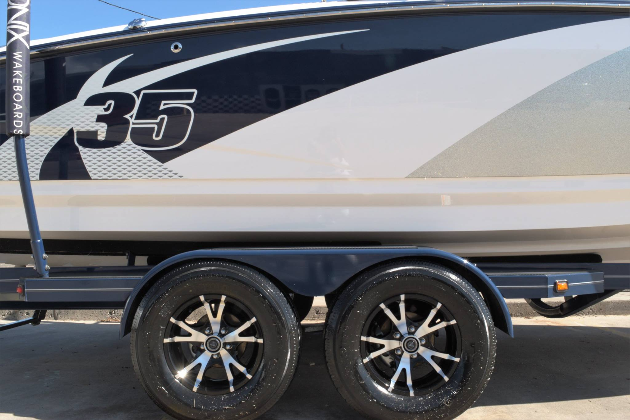 boat-trailer-detail-wheel-clean