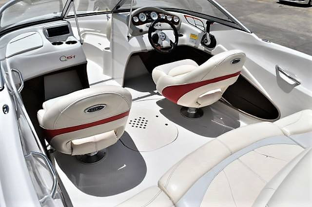 boat-seat-floor-clean