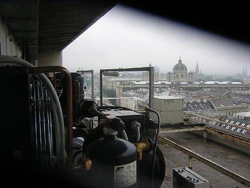 Kühlanlagen am Dach der TU Wien.jpg