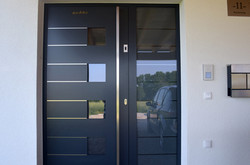 Haustür-mit-Fingerprint-Waldzell