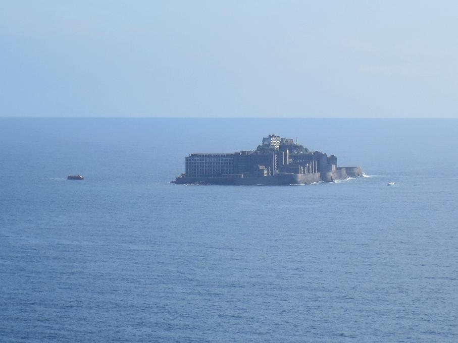 高島から見た軍艦島