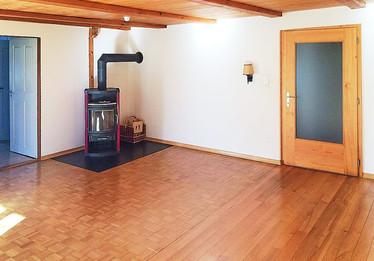 Wohnzimmer mit Ofen 1.OG