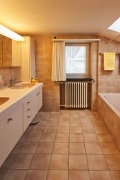 Originales Badezimmer im Elternbereich